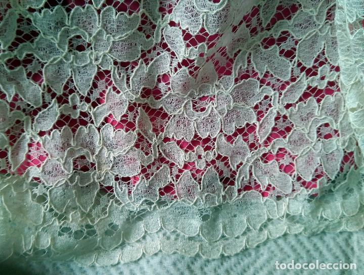Vintage: Vestido de encaje blanco de algodón mecánico, forro color fucsia, talle bajo,de modista. Años 1960? - Foto 5 - 124416779