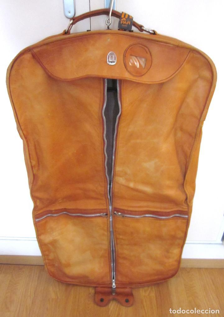 Excelente maleta portatrajes porta trajes piel identificador Iberia París perchas interiores segunda mano