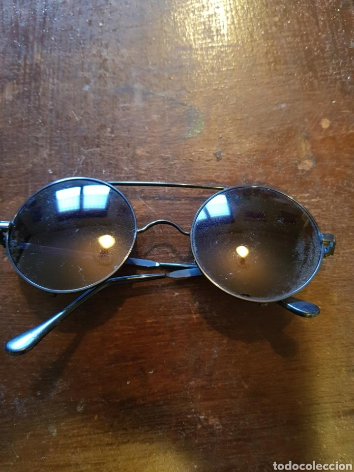 Gafas de sol estilo John Lennon. Montura metálica segunda mano