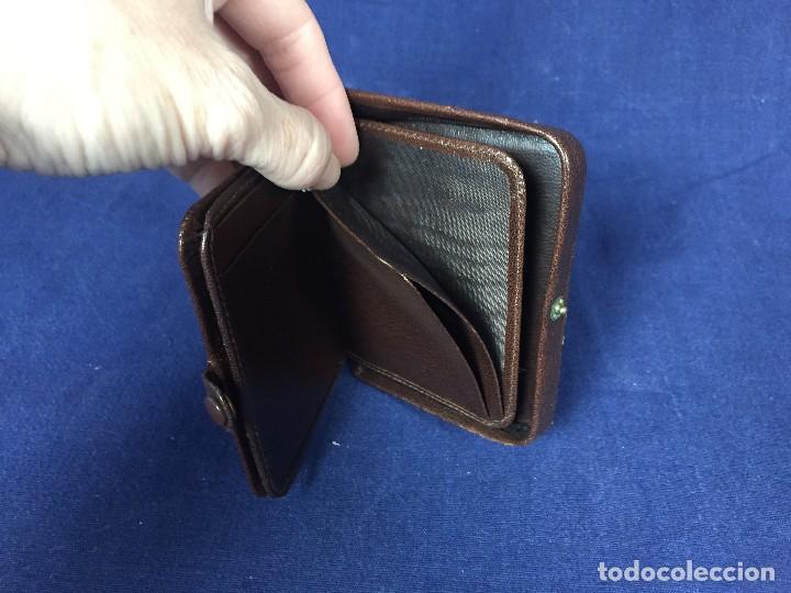 Vintage: cartera billetero monedero piel marrón cierre automático pequeño tamaño - Foto 8 - 125400787