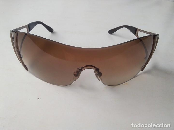 385b0516b8fd Gafas (VERSACE 2058B)BASTANTE BUEN ESTADO. ÚNICO DETALLE DEL CRISTAL  PEQUEÑO ROSE.