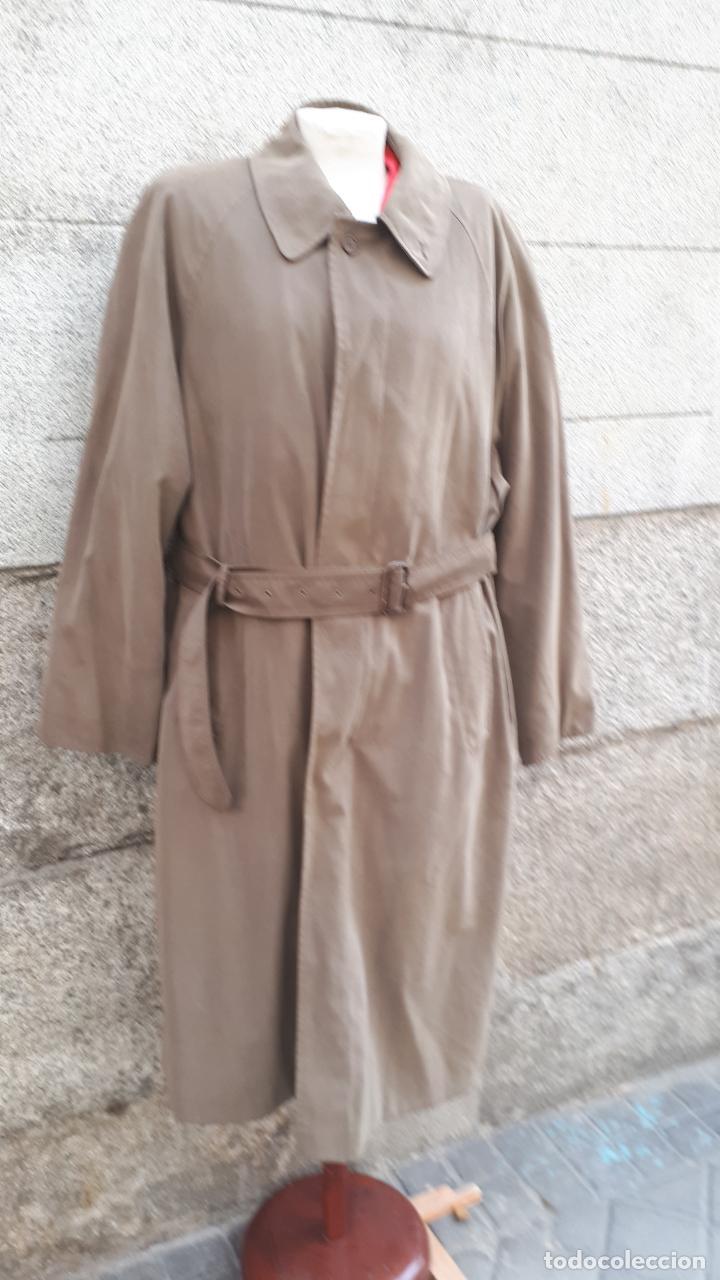 GABARDINA MARRÓN CON CINTURÓN AÑOS 80 (Vintage - Moda - Mujer)