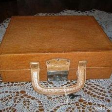 Vintage: MUY BONITO MALETÍN PARA PRODUCTOS DE ASEO.. Lote 132450506