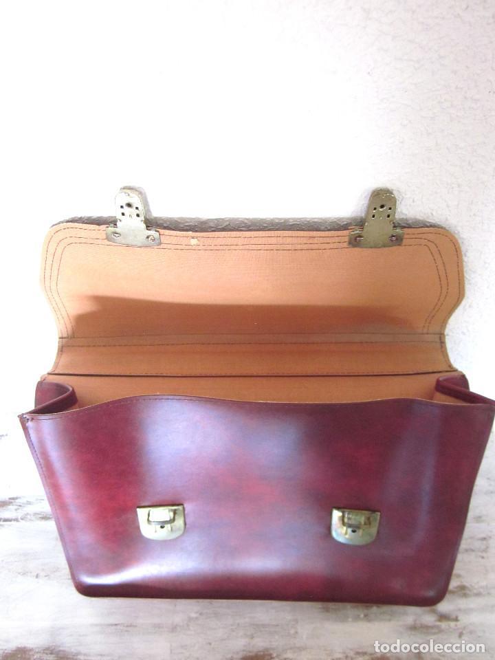 Vintage: Cartera maleta escuela maletín escolar marca Roy nueva sin estrenar con llaves color burdeos - Foto 6 - 132980926