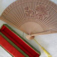 Vintage: ABANICO CHINO DE COLECCIÓN EN FINÍSIMA MADERA TALLADA. AÑOS 50. Lote 137648850