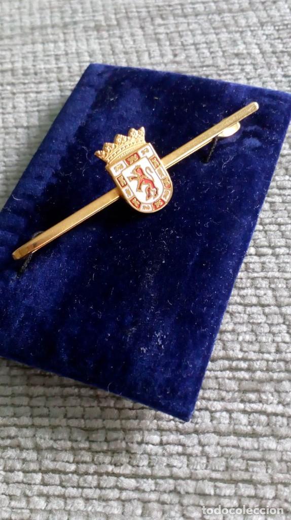 Vintage: Pisacorbata dorado y esmalte rojo y blanco. Escudo de Córdoba - Foto 2 - 142833306