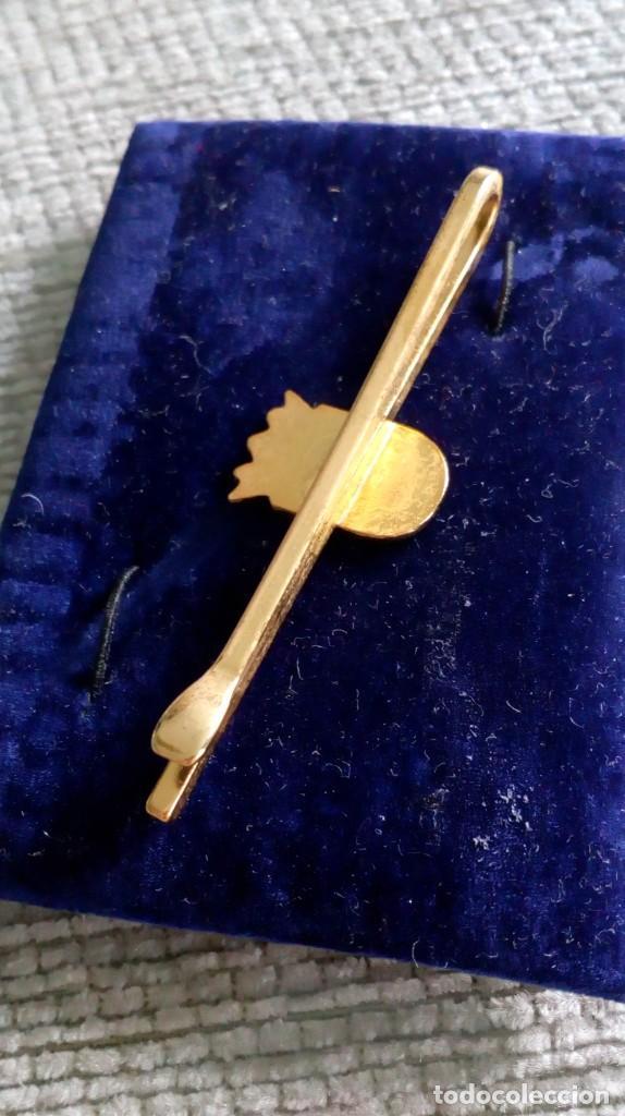 Vintage: Pisacorbata dorado y esmalte rojo y blanco. Escudo de Córdoba - Foto 3 - 142833306