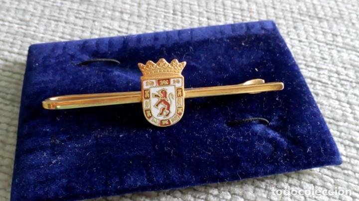 Vintage: Pisacorbata dorado y esmalte rojo y blanco. Escudo de Córdoba - Foto 5 - 142833306