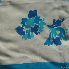 Vintage: PAÑUELO DE SEDA NATURAL FLORES AZULES SOBRE FONDO BLANCO. Lote 153923828