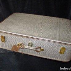 Vintage: ANTIGUA MALETA DE VIAJE CON LLAVE. POSIBLE MARCA GLADIATOR. 71,5X37,5X19,5 CM. AÑOS 60. PERFECTA. Lote 159014506