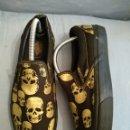Vintage: VANS VINTAGE. ANTIGUAS ZAPATILLAS EN LONETA DECORADA NEGRO Y ORO. TALLA 43 2/3-10 US.. Lote 163588258