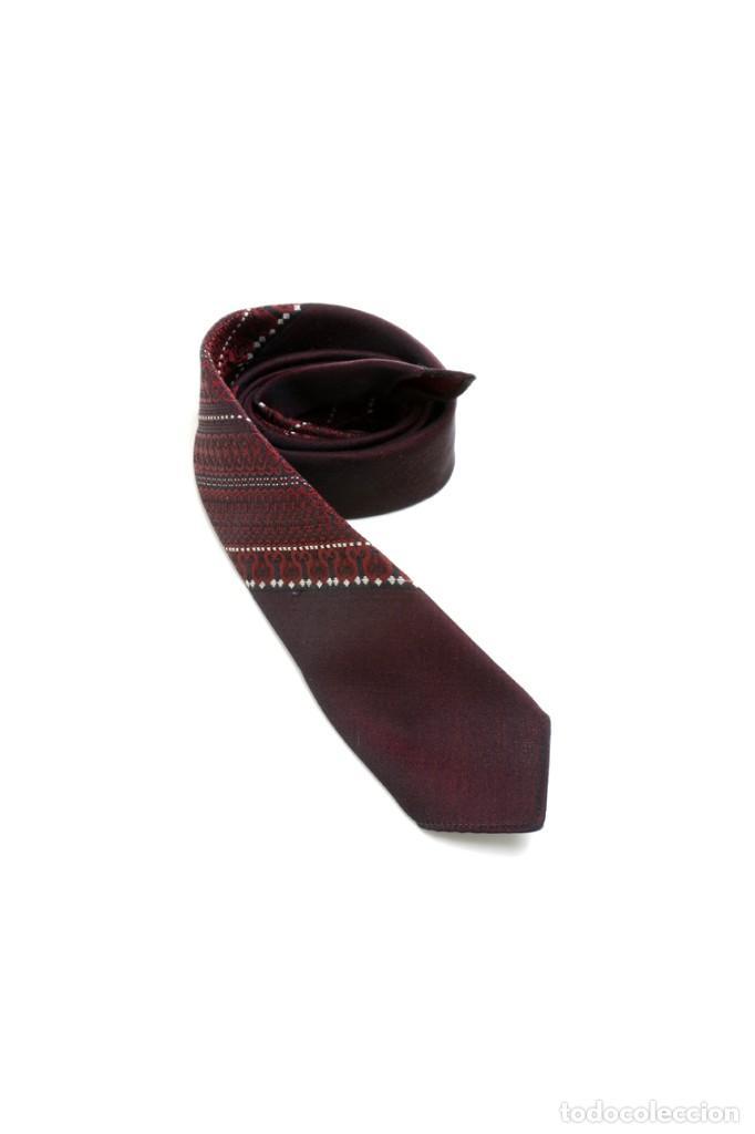 Vintage: Corbata vintage de los 60 morada con estampado abstracto - Foto 2 - 171037503