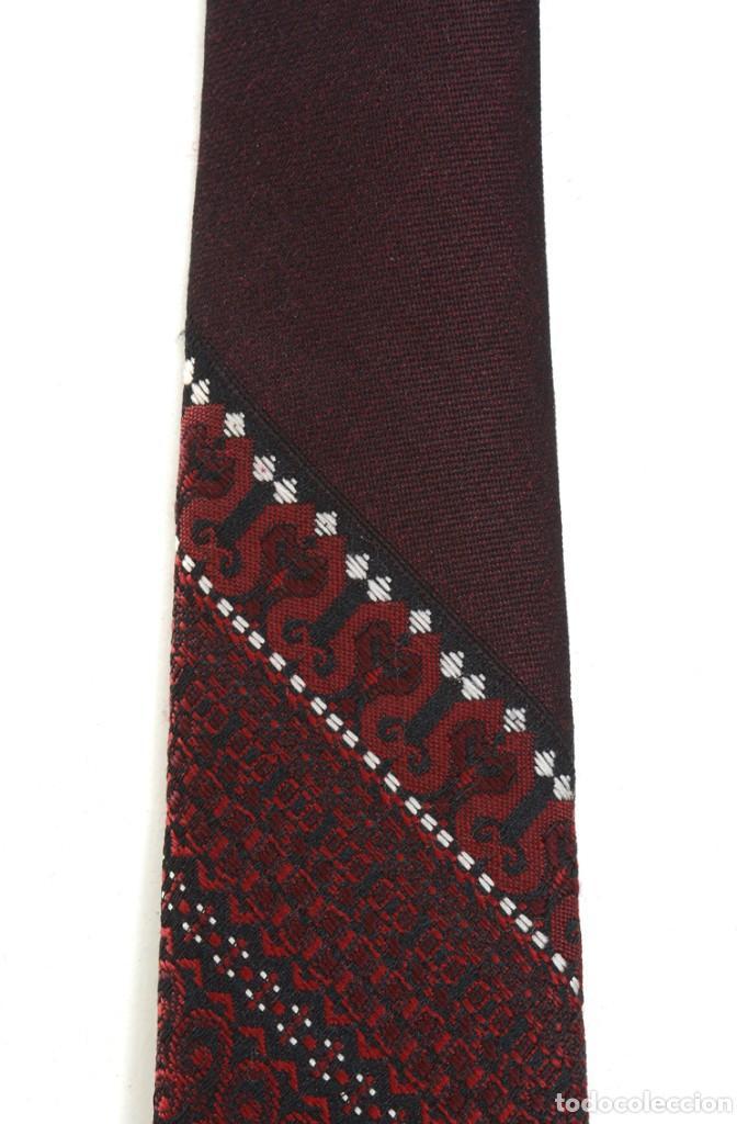 Vintage: Corbata vintage de los 60 morada con estampado abstracto - Foto 9 - 171037503