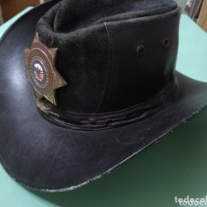 Vintage: SOMBRERO COWBOY AUTÉNTICO EN PIEL CON PLACA OFFICER NEW YORK SECURITY. Lote 172473337