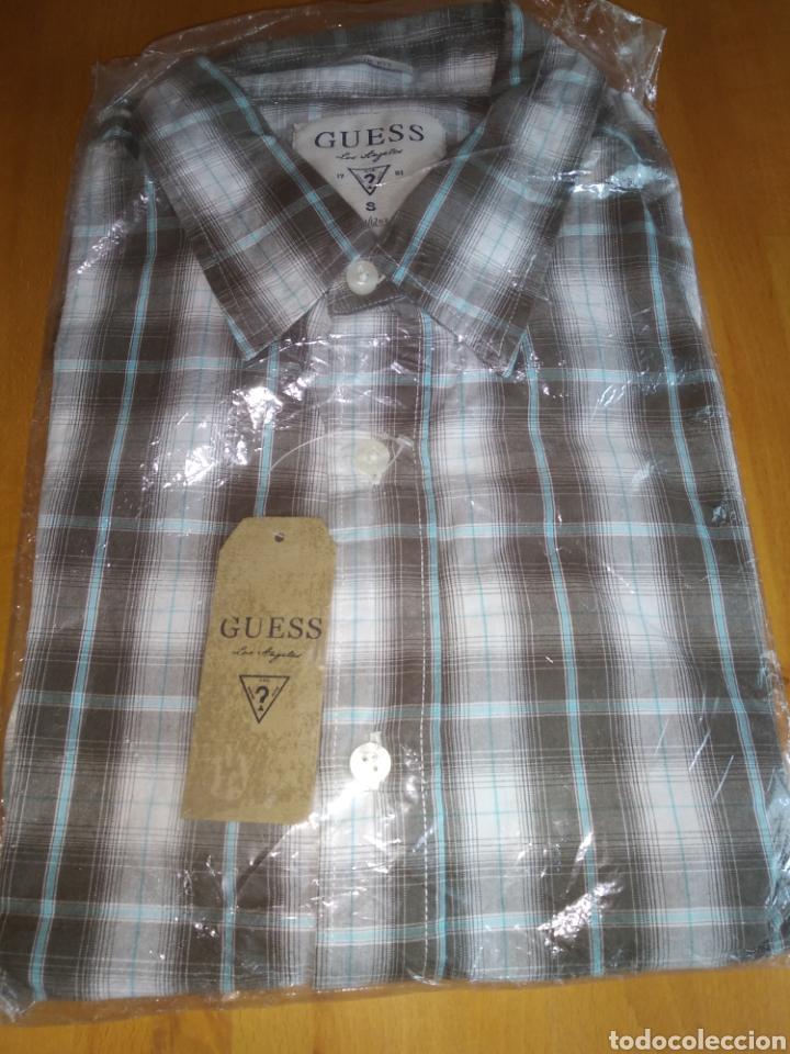 Vintage: Camisa guess, sin estrenar, con la etiqueta colgada, miren el precio de esta camisa por favor - Foto 2 - 176426669