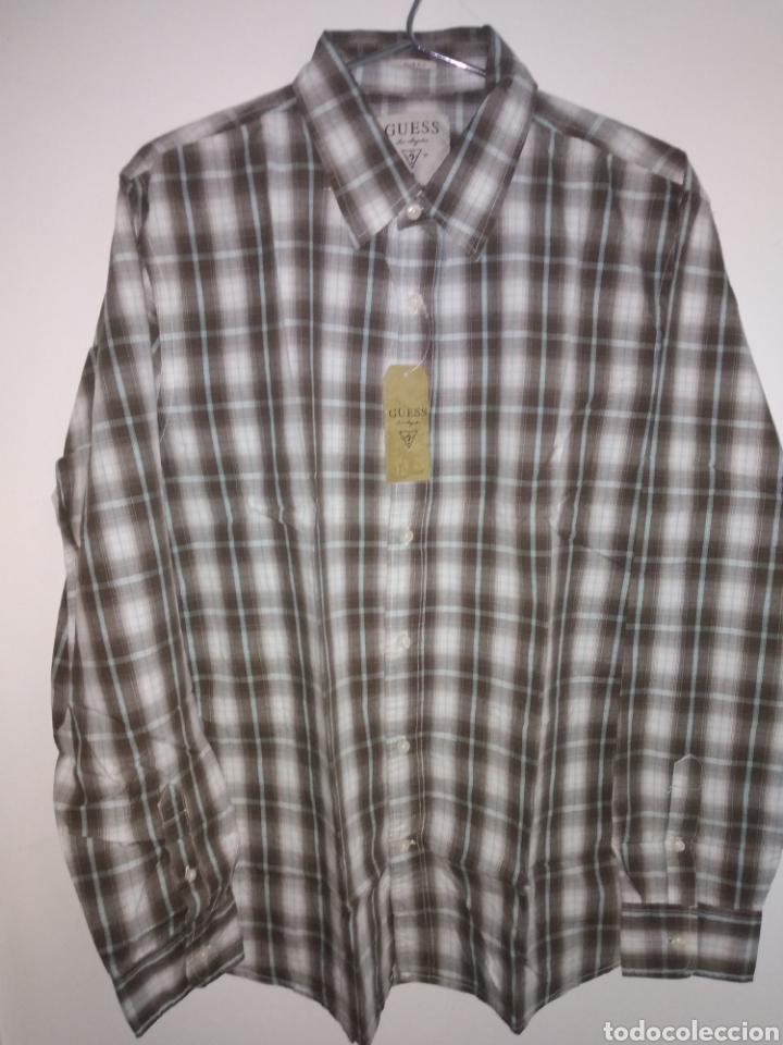Vintage: Camisa guess, sin estrenar, con la etiqueta colgada, miren el precio de esta camisa por favor - Foto 3 - 176426669