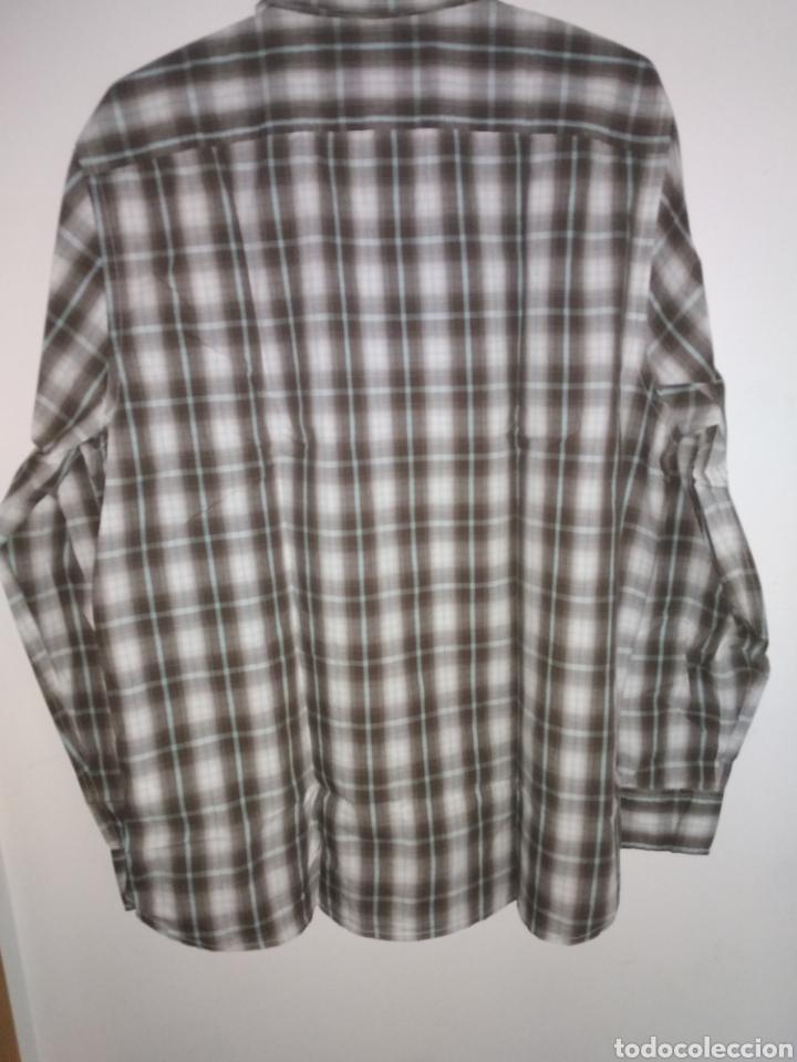Vintage: Camisa guess, sin estrenar, con la etiqueta colgada, miren el precio de esta camisa por favor - Foto 4 - 176426669