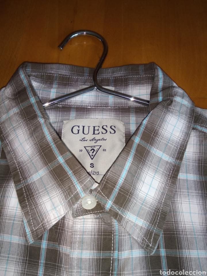 Vintage: Camisa guess, sin estrenar, con la etiqueta colgada, miren el precio de esta camisa por favor - Foto 5 - 176426669