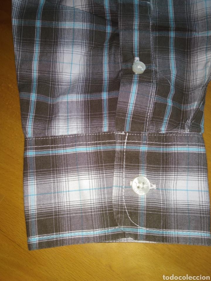 Vintage: Camisa guess, sin estrenar, con la etiqueta colgada, miren el precio de esta camisa por favor - Foto 6 - 176426669