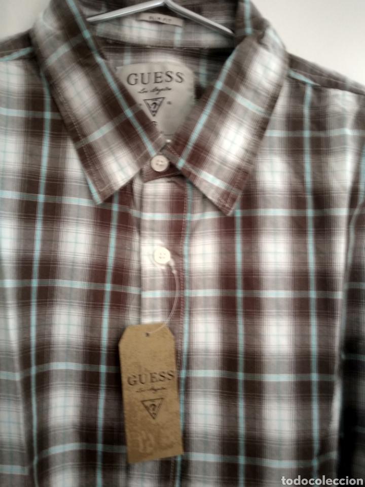 Vintage: Camisa guess, sin estrenar, con la etiqueta colgada, miren el precio de esta camisa por favor - Foto 10 - 176426669