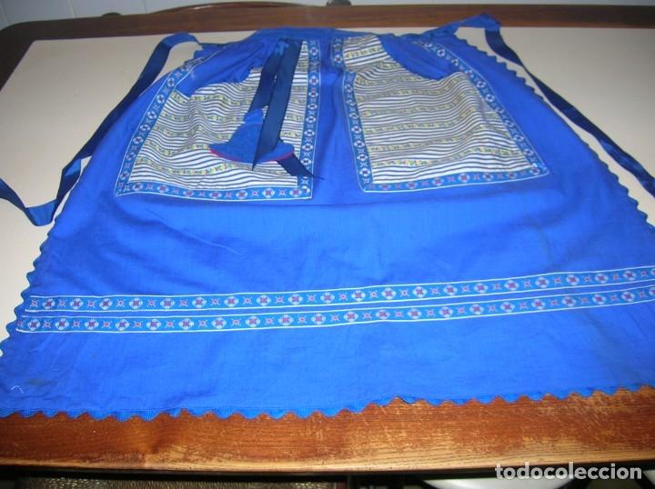 Vintage: Precioso mandil con adornos de pata de gallo y cintas.Puede ser de traje regional. - Foto 2 - 178272378