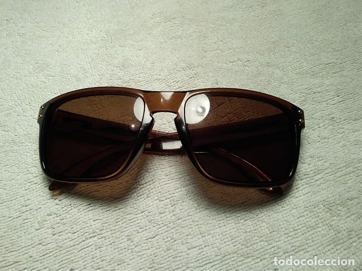Gafas ( OAKLEY HOLBROOK, 009102-30)CRISTALES NO GRADUADOS. MONTURA EN BUEN ESTADO. segunda mano