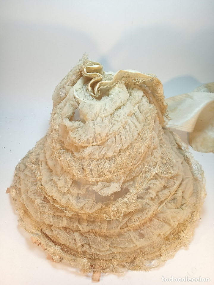 Vintage: Precioso y antiguo gorro, tocado o diadema de niña o señora. Tela, seda y bordados. Siglo XIX. - Foto 2 - 179239500