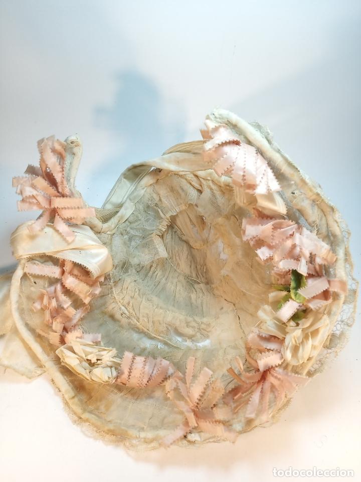 Vintage: Precioso y antiguo gorro, tocado o diadema de niña o señora. Tela, seda y bordados. Siglo XIX. - Foto 3 - 179239500