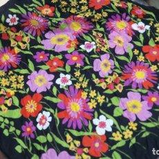 Vintage: ANTIGUO PAÑUELO FLOREADO AÑOS 50-60, TIPO SEDA , MEDIDA 66X65 CM, . Lote 179956441