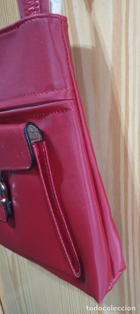 Vintage: Bolso bandolera rojo - Asa regulable - Cierre cremallera - WN - 23cm x 25cm - Por estrenar - Foto 3 - 183425645