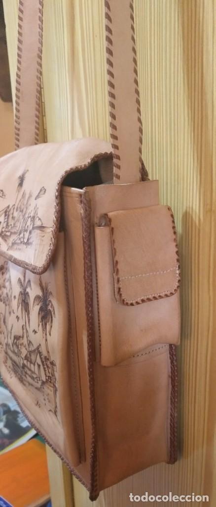 Vintage: Bolso bandolera cuero artesanal de Bolivia - Sin estrenar - Regulable - 28cm x 25cm x 8cm - Dedicado - Foto 3 - 183763920