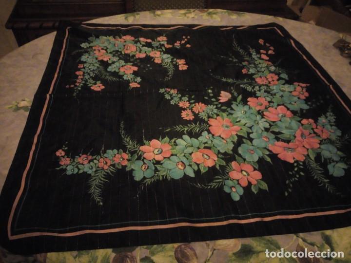 Vintage: Precioso pañuelo motivo florar fondo negro con brillos. - Foto 3 - 186489982