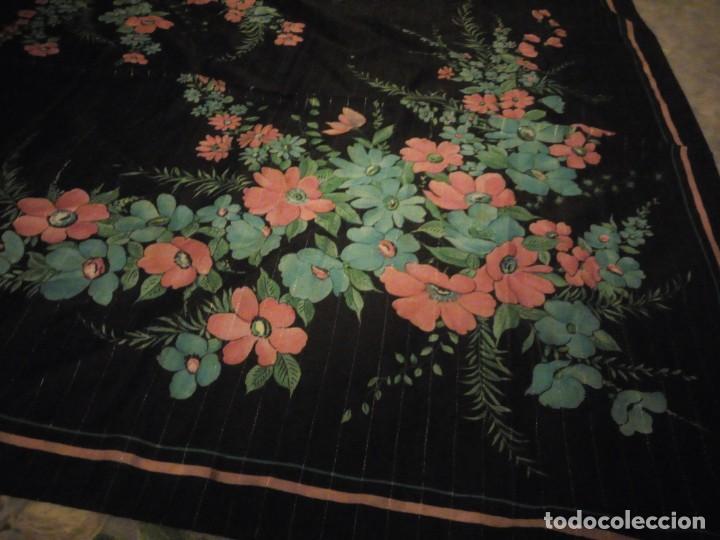 Vintage: Precioso pañuelo motivo florar fondo negro con brillos. - Foto 4 - 186489982