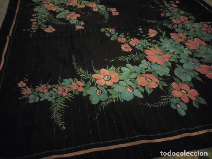 Vintage: Precioso pañuelo motivo florar fondo negro con brillos. - Foto 5 - 186489982