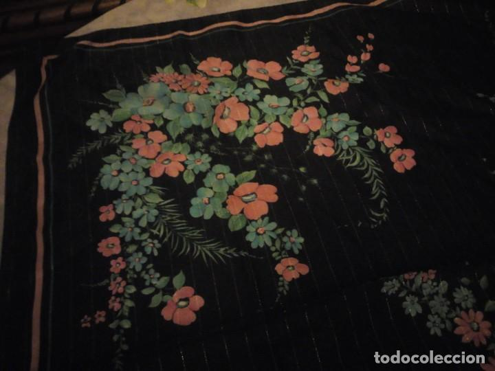 Vintage: Precioso pañuelo motivo florar fondo negro con brillos. - Foto 6 - 186489982