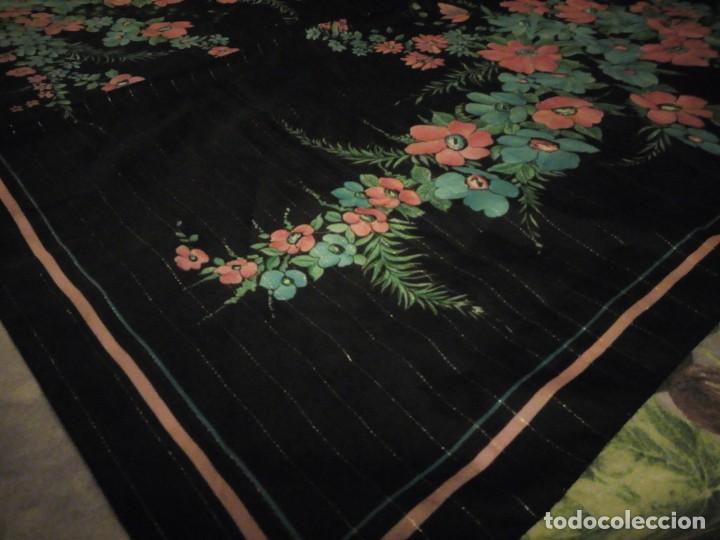 Vintage: Precioso pañuelo motivo florar fondo negro con brillos. - Foto 7 - 186489982