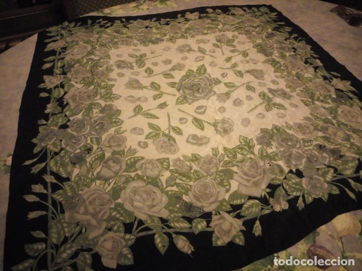 Vintage: Precioso pañuelo de seda,motivo rosas y mariposas,verde y negro - Foto 2 - 186498587