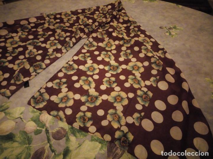 Vintage: bonito pañuelo bufanda,viscosa 100%,estampado flores y lunares sobre fondo morado - Foto 2 - 186502491