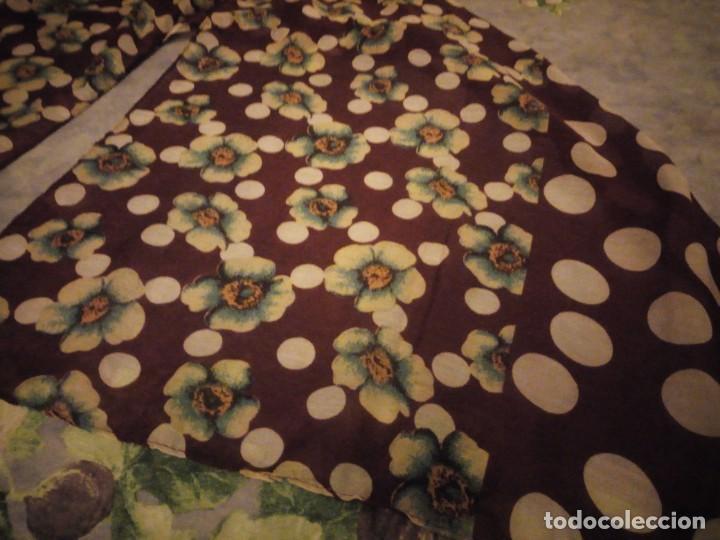 Vintage: bonito pañuelo bufanda,viscosa 100%,estampado flores y lunares sobre fondo morado - Foto 3 - 186502491
