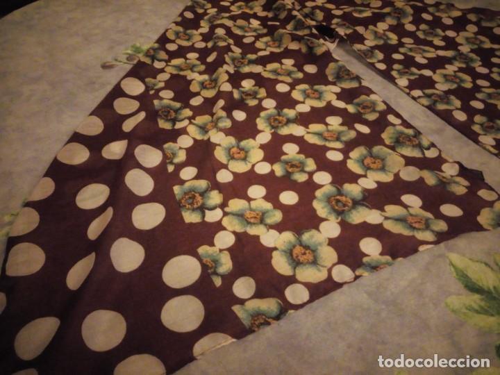 Vintage: bonito pañuelo bufanda,viscosa 100%,estampado flores y lunares sobre fondo morado - Foto 4 - 186502491