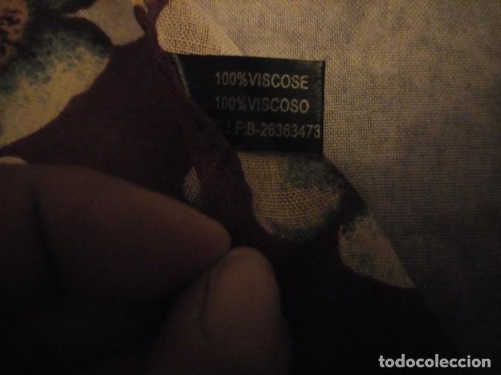 Vintage: bonito pañuelo bufanda,viscosa 100%,estampado flores y lunares sobre fondo morado - Foto 5 - 186502491