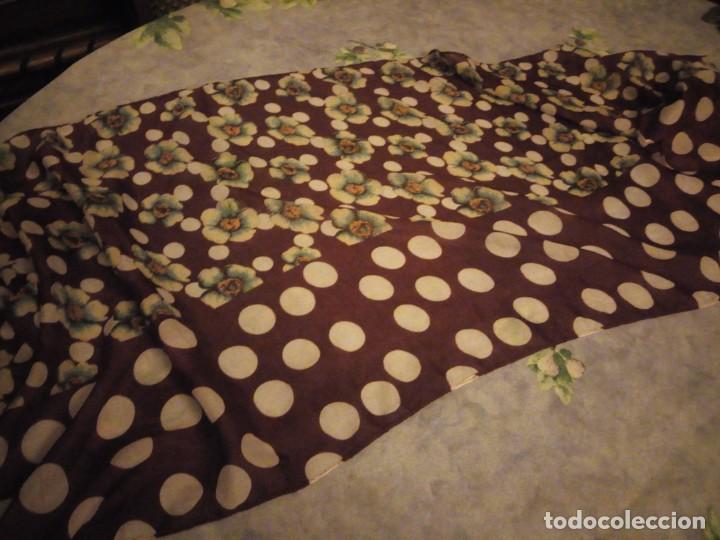 Vintage: bonito pañuelo bufanda,viscosa 100%,estampado flores y lunares sobre fondo morado - Foto 7 - 186502491