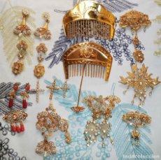 Vintage: ANTIGUO JUEGO DE FALLERA ALICANTINA PEINETAS COLGANTES PENDIENTES AGUJA CRUCES EN METAL . Lote 192101455