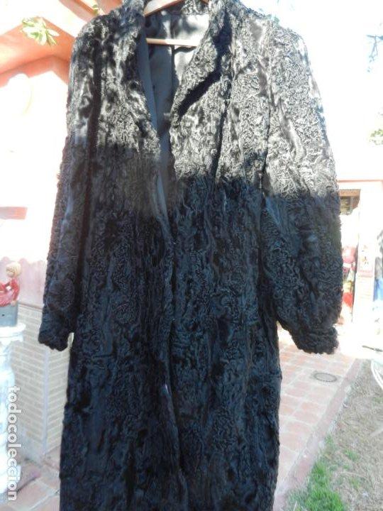 ABRIGO EN ASTRACÁN NEGRO - LARGO - TALLA 50 - VER FOTOS. (Vintage - Moda - Mujer)