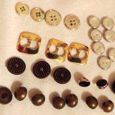 Vintage: LOTE(G) 27 BOTONES METAL Y DORADO. Lote 190482205