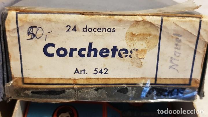 Vintage: 2 CAJAS CONTENIENDO 21 CAJITAS DE CORCHETES / NIQUEL Y NEGROS / WALDES KOH-I-NOOR / NUEVOS. - Foto 2 - 194242721