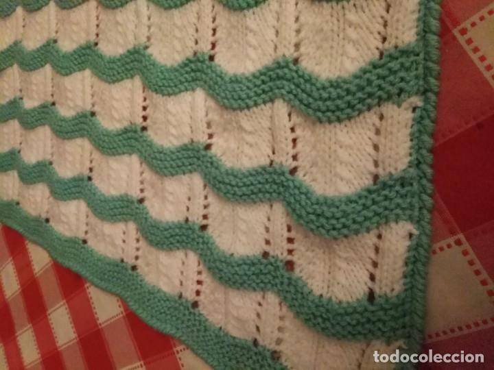 Vintage: Mantita de bebe hecha a mano de lana años 70/80 - Foto 2 - 194331530