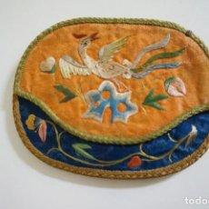 Vintage: MONEDERO ANTIGUO BORDADO EN SEDA. CHINA. Lote 194951281