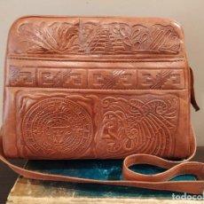 Vintage: BOLSO CUERO REPUJADO HECHO EN MEXICO . Lote 194989955