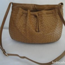 Vintage: BOLSO BANDOLERA, PIEL-CUERO. HEBILLA REGULABLE. COLOR MARRÓN. ESTADO BUENO.. Lote 195507242